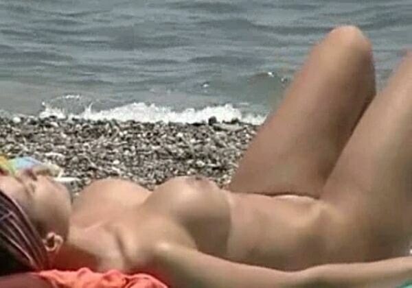 Nude Beach Video - Real amateur girls nude on the beach  ヌードビーチビデオ