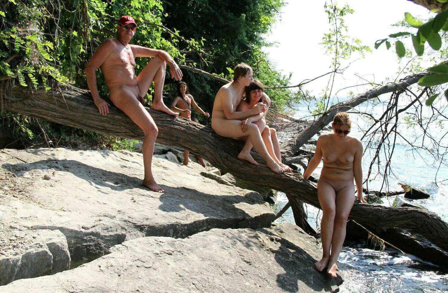Log Balancing in Park – Naturism Family Events [Pure nudism photos]